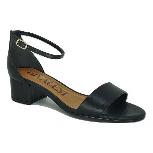 Divalesi sandália